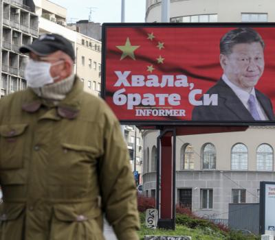 panneau publicitaire à la gloire de Xi Jinping au coeur de Belgrade
